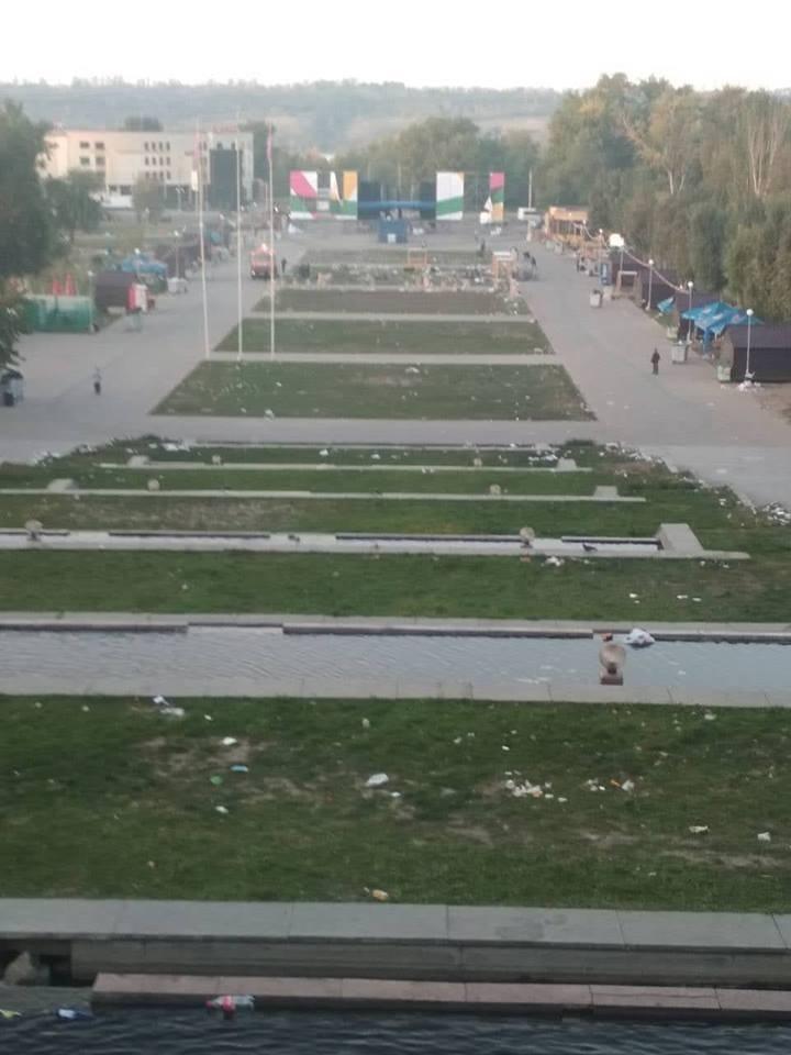 На праздновании Дня города запорожцы оставили после себя 13 тонн мусора (ФОТО)